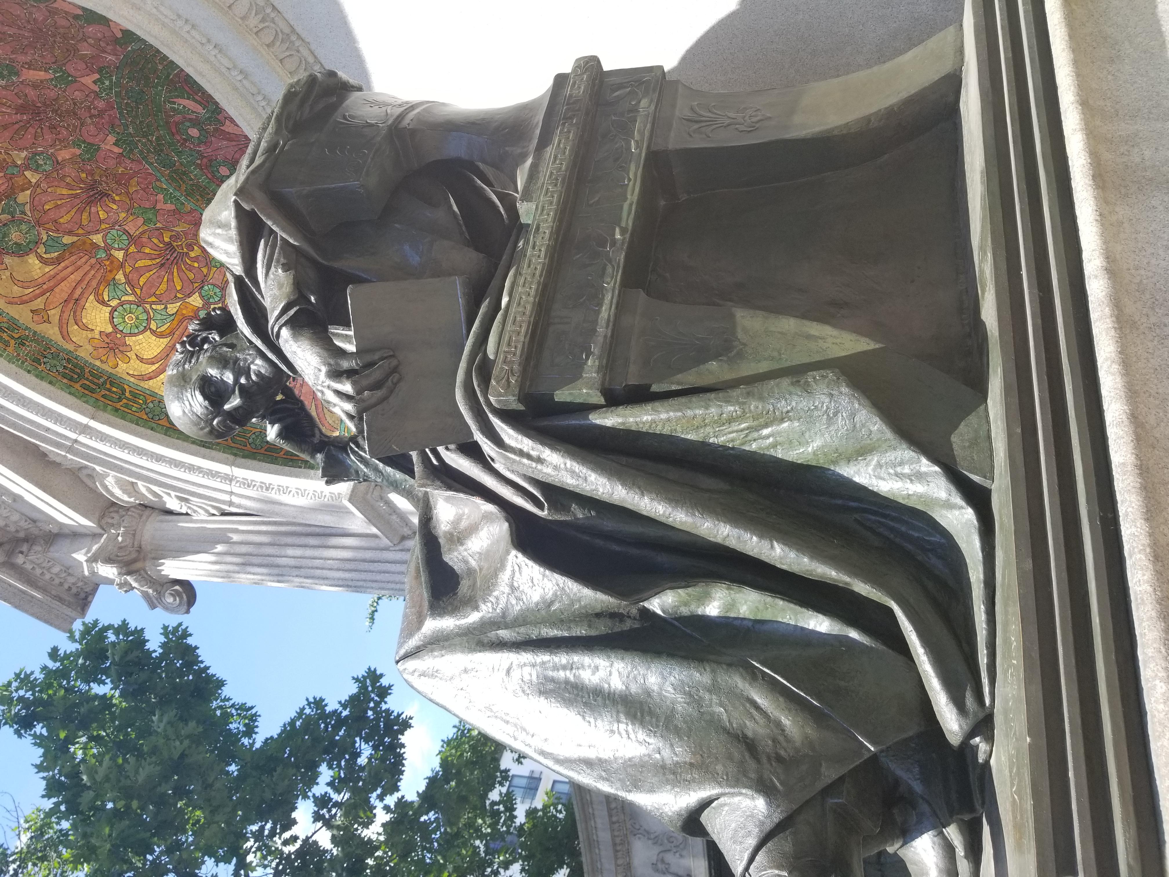 Hahnemann-statue