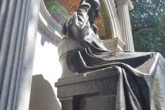 Hahnemann-statue-side