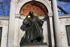 Hahnemann-statue-upclose