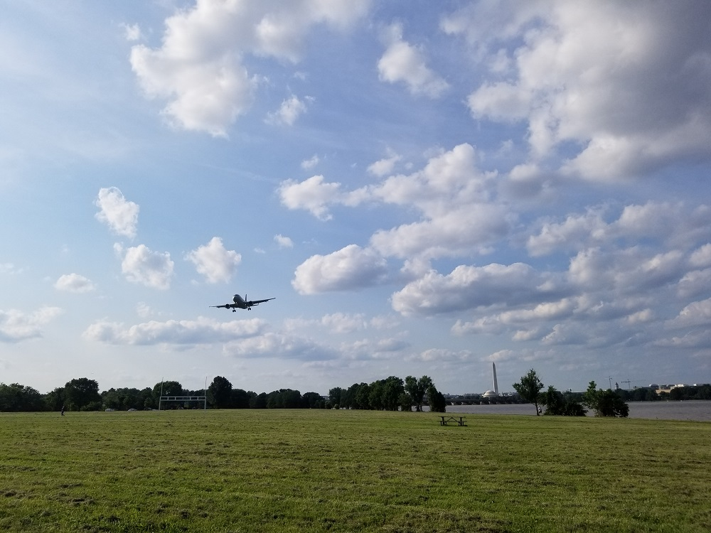 Gravelly Point Plane on Approach