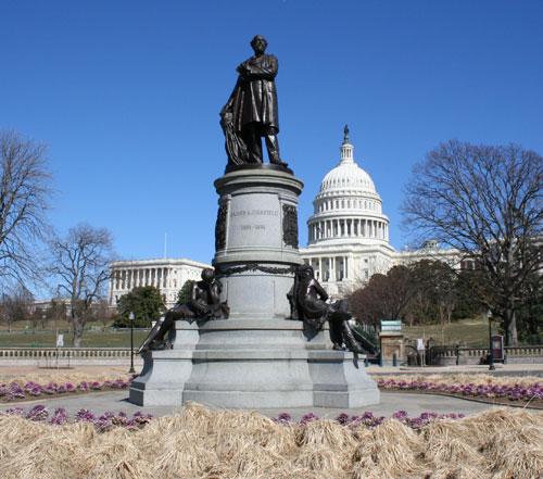 Garfield Statue